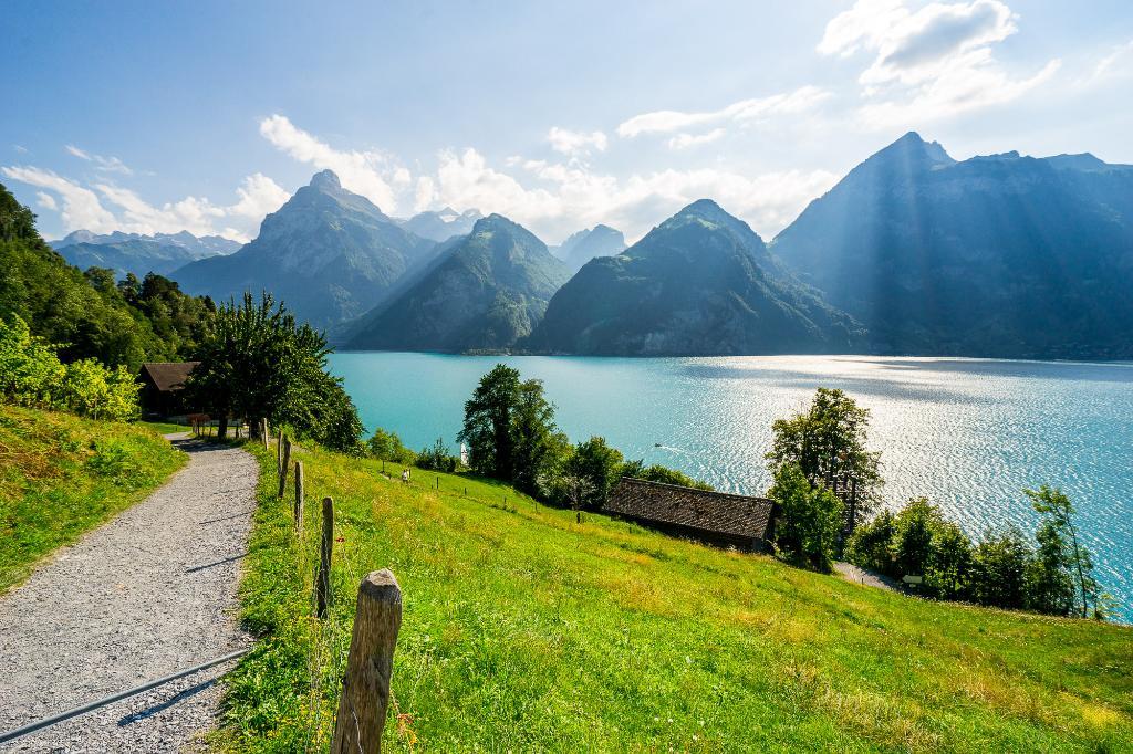 Weg der Schweiz - Flüelen-Brunnen - SchweizMobil Nr. 99